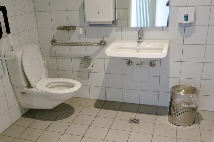 ffentliches rollstuhlgerechtes wc kirche st johann. Black Bedroom Furniture Sets. Home Design Ideas