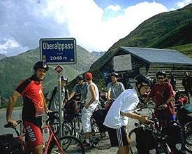 Schulklasse auf der Rhein-Route von der Quelle bis nach Basel